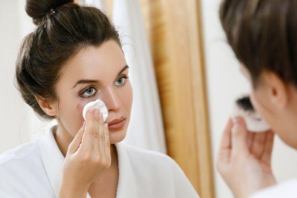 Προκαλεί ρυτίδες η αφαίρεση του μακιγιάζ; | imommy.gr
