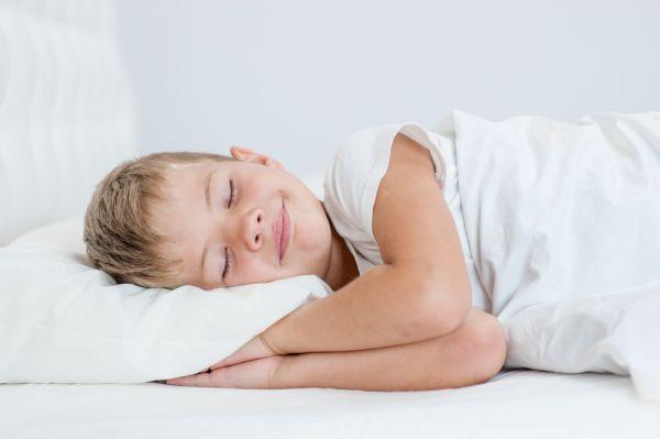 Τι να κάνετε όταν το παιδί μιλάει στον ύπνο του | imommy.gr