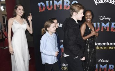 Αντζελίνα Τζολί: Με τα παιδιά της στην πρεμιέρα της ταινίας «Dumbo» | imommy.gr