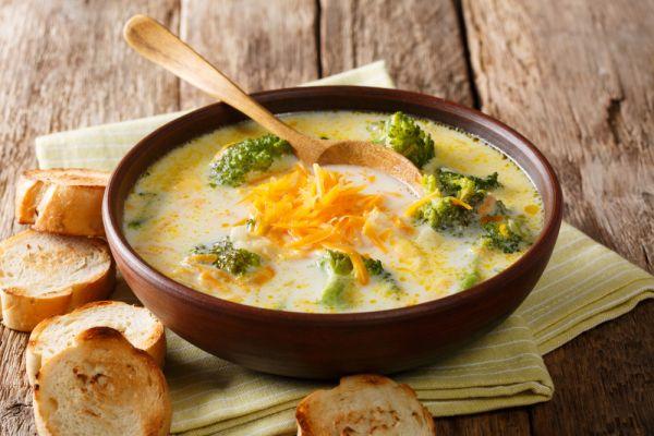 Κρεμώδης σούπα με μπρόκολο και τσένταρ | imommy.gr