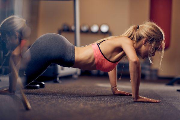 Πέντε ασκήσεις που θα σας χαρίσουν στητό στήθος | imommy.gr