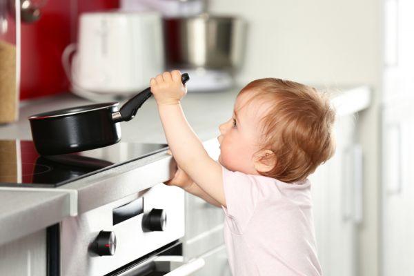 Έτσι θα αποφύγετε τα εγκαύματα του παιδιού σε όλο το σπίτι | imommy.gr