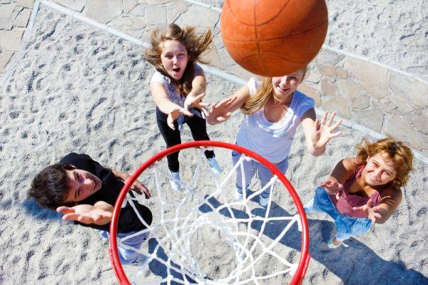 Τα δραστήρια και αθλητικά παιδιά απουσιάζουν λιγότερο από το σχολείο | imommy.gr