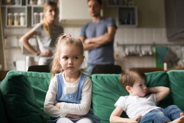 Πώς θα αντιμετωπίσετε τη ζήλια των παιδιών | imommy.gr