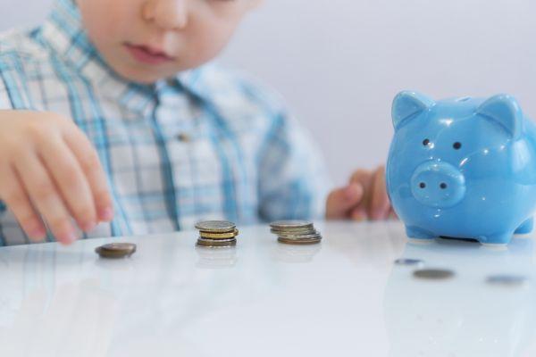 Η σχέση του παιδιού με τα χρήματα (3-8 ετών) | imommy.gr