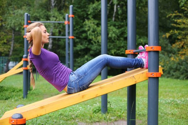 Μήπως να γυμναστείτε στην παιδική χαρά; | imommy.gr