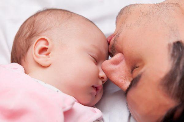 Τι αλλάζει ριζικά στη ζωή ενός άντρα όταν γίνεται μπαμπάς; | imommy.gr