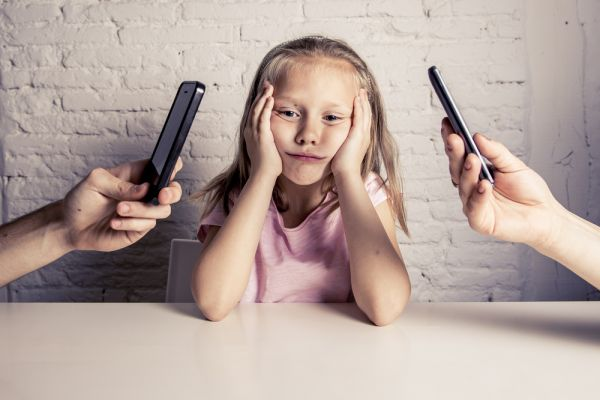 Τι συμβαίνει σε ένα παιδί που έχει αδιάφορους γονείς; | imommy.gr