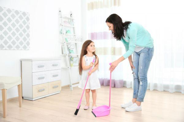Κάντε τις δουλειές του σπιτιού πιο ευχάριστες για το νήπιο | imommy.gr