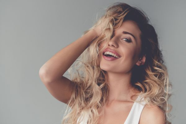 Πώς να διαχειριστείτε τα λιπαρά μαλλιά σας | imommy.gr