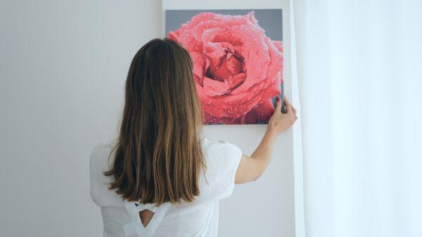 Το τέλειο τρικ για να κρεμάτε πίνακες στον τοίχο! | imommy.gr