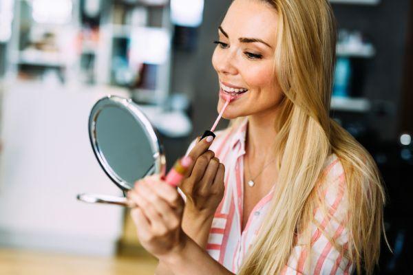 Λαμπερό μακιγιάζ για όλες τις ώρες της ημέρας | imommy.gr