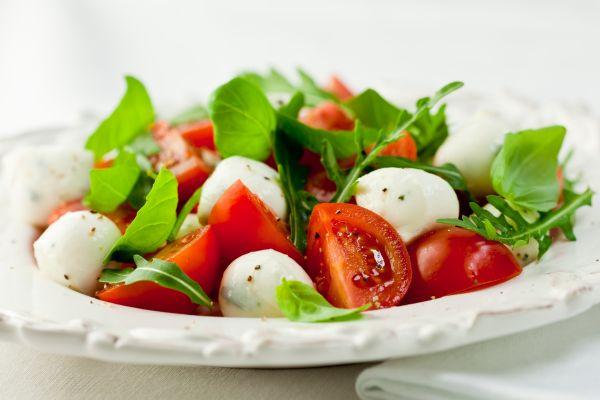 Σαλάτα με ντοματίνια και μοτσαρέλα | imommy.gr