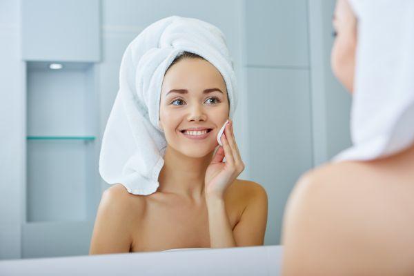 Τα συνηθισμένα λάθη που κάνετε όταν πλένετε το πρόσωπό σας | imommy.gr
