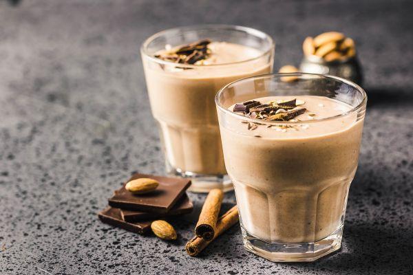 Σοκολατένιο smoothie με αμύγδαλα | imommy.gr