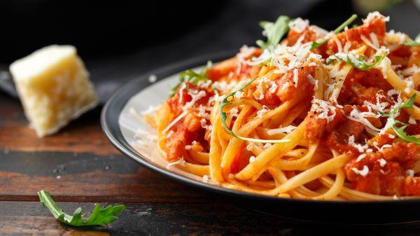 Μακαρονάδα με σάλτσα ναπολιτάνα | imommy.gr