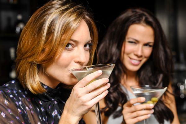 Τι προκαλεί το αλκοόλ στο δέρμα σας | imommy.gr