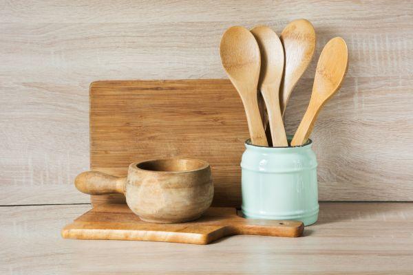 Αφαιρέστε τους λεκέδες από τις ξύλινες κουτάλες | imommy.gr