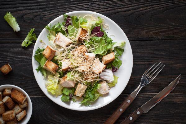 Δροσερή σαλάτα με κοτόπουλο | imommy.gr