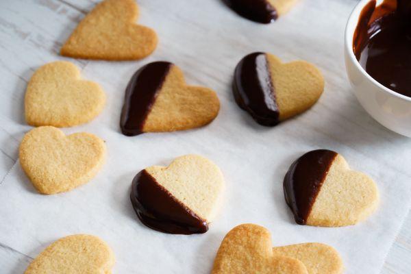 Μπισκότα με πραλίνα και καρύδια | imommy.gr