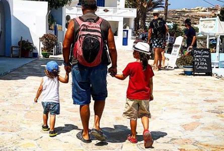 Ποιος διάσημος Έλληνας έκανε τατουάζ μαζί με τα παιδιά του; | imommy.gr