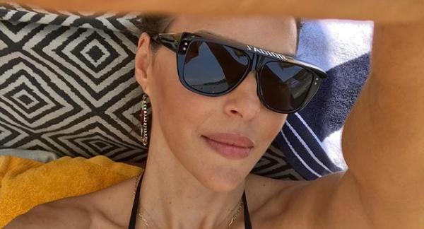 Σίσσυ Φειδά: Φωτογραφίζει την κόρη της στην παραλία | imommy.gr