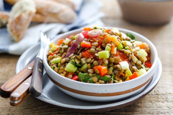 Αρωματική σαλάτα με φακές και λαχανικά | imommy.gr