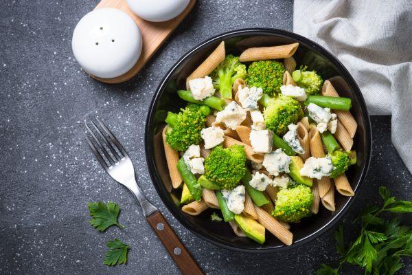 Σαλάτα με πένες και λαχανικά   imommy.gr