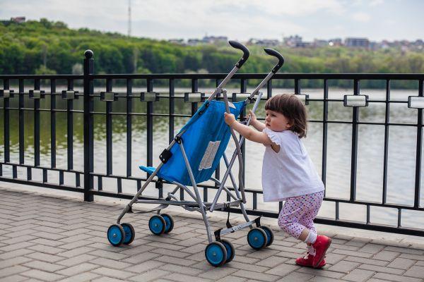 Τι να κάνετε όταν το παιδί δεν θέλει με τίποτα να καθίσει στο καρότσι του   imommy.gr