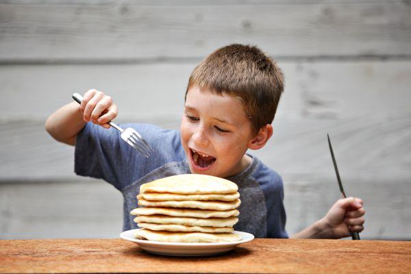 Τέσσερις τρόποι να φτιάξετε υγιεινά pancakes | imommy.gr