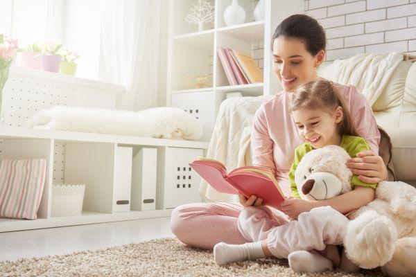 Γιατί θέλει να του διαβάζετε πάντα το ίδιο παραμύθι; | imommy.gr
