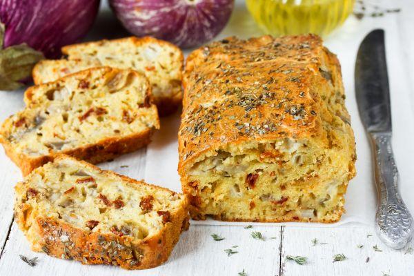 Ψωμί με λιαστές ντομάτες και ελιές | imommy.gr
