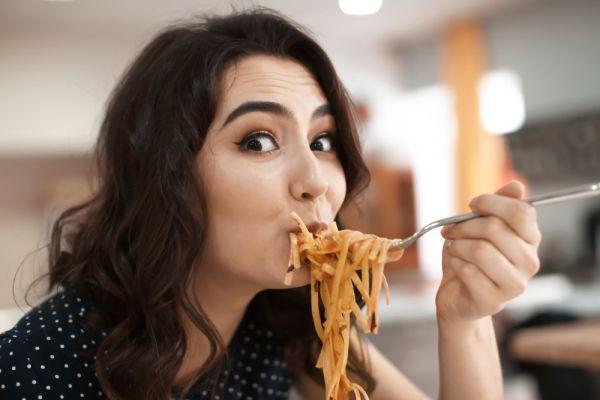 Τρεις λόγοι να σταματήσετε να τρώτε γρήγορα | imommy.gr