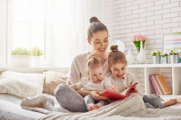 Από πότε να αρχίσω να διαβάζω στο παιδί; | imommy.gr