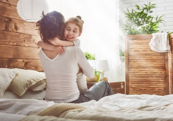 Το πιο γλυκό βίντεο με αγκαλιές των μωρών | imommy.gr