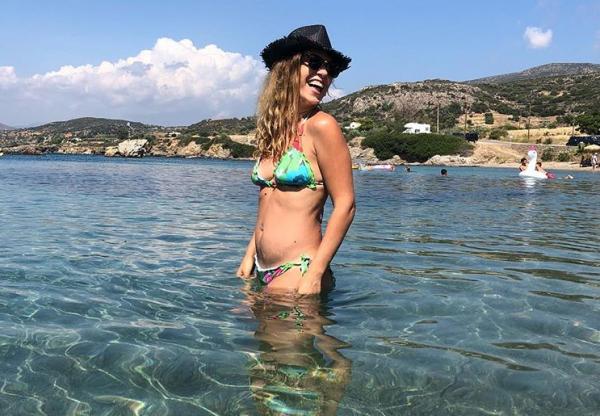 Σύλβια Δεληκούρα: Ποζάρει σαν σέξι γυναίκα και όχι σαν μαμά | imommy.gr