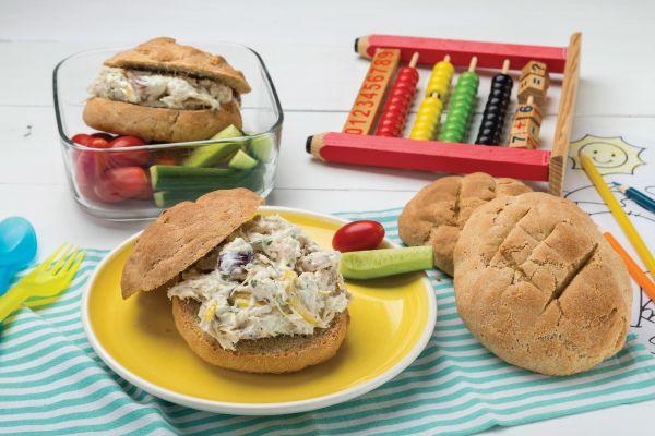 Σάντουιτς με προζυμένιο ψωμί και κοτοσαλάτα | imommy.gr