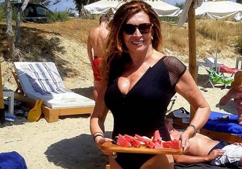 Η Μιμή Ντενίση έγινε κουμπάρα στο γάμο γνωστών ηθοποιών και συνεργατών της | imommy.gr