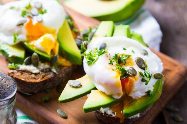 Απολαυστικά αβγά ποσέ με αβοκάντο | imommy.gr
