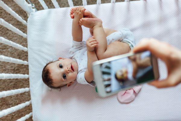 Γιατί δεν πρέπει να «ανεβάζουμε» φωτογραφίες των παιδιών | imommy.gr