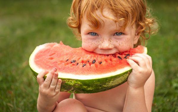 Πότε θα αρχίσει να τρώει μόνο του; | imommy.gr