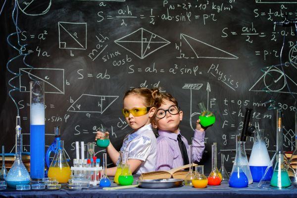 Μικροί νομπελίστες: Πώς θα μεγαλώσετε παιδιά που αγαπούν τις επιστήμες | imommy.gr