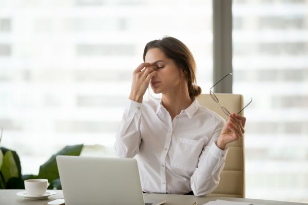 Πώς η δουλειά σάς αρρωσταίνει… κυριολεκτικά | imommy.gr