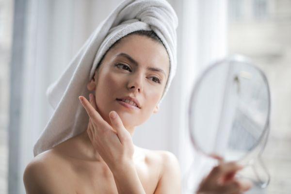 Περιποίηση δέρματος: Οι συνήθειες που πρέπει να υιοθετήσετε πριν τα 40 | imommy.gr