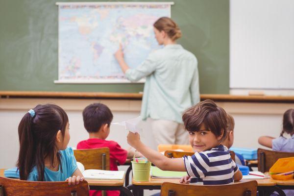 Τι να κάνετε όταν το παιδί είναι άτακτο στο σχολείο | imommy.gr