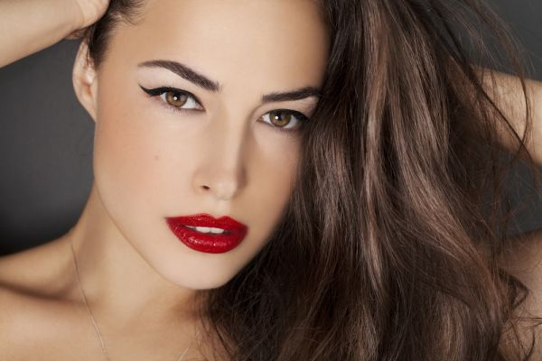 Έχετε μάτια με κατεβασμένο «καπάκι»; Έτσι πρέπει να φορέσετε το eyeliner | imommy.gr