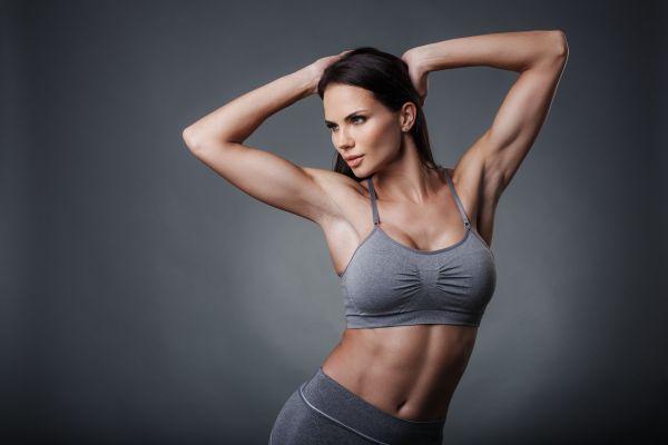 Με αυτές τις ασκήσεις θα αντιμετωπίσετε τη χαλάρωση στα μπράτσα | imommy.gr
