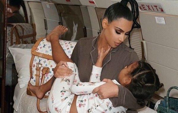 Δείτε πώς πόζαρε η Κιμ Καρντάσιαν μαζί με την κόρη της | imommy.gr