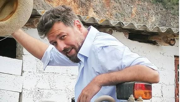 Μάνος Παπαγιάννης: Η φωτογραφία του με ράμματα στο πρόσωπο | imommy.gr