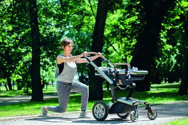Έξι ασκήσεις που μπορείτε να κάνετε με το καροτσάκι του μωρού σας | imommy.gr